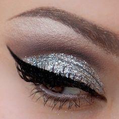 58 Ideas nails glitter plata make up for 2019 Silver Glitter Eye Makeup, Sparkly Makeup, Silver Eyeshadow, Prom Makeup, Vegas Makeup, Dance Makeup, Bridesmaid Makeup, Pretty Makeup, Eyeshadow Palette