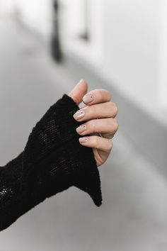 minimalistic manicure - nude polish with black small dots, worn by worry about it later beautyblog vienna