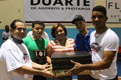 Senador provincia Duarte entrega computadoras equipos sobresalientes Basket colegial 2015