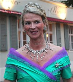 The double row of diamond star tiara is still in the Oldenburg family, it was worn by Duchess Caroline Oldenburg, nee Countess of Rantzau, at the wedding of Princess Sophie Isenburg and Prince Georg of Prussia on August 27, 2011. Image courtesy of, copyright of Sofia Svanholm.