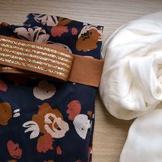 Jupe longue DIY avec du tissu viscose Posie blue de Atelier brunette Girl Dress Patterns, Blouse Patterns, Skirt Patterns, Sewing Patterns, Diy Couture Jupe, Dress Tutorials, Pattern Drafting, Diy Clothes, Sewing Projects