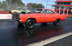Plymouth Road Runner 1969  Drag Race
