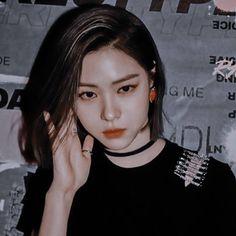 Kpop Girl Groups, Korean Girl Groups, Kpop Girls, Famous Girls, Famous Women, Korean Girl Band, Role Player, Matching Profile Pictures, Bad Gal