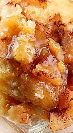 Crock Pot Apple Pudding Cake - Warm apples topped with cinnamon, a fluffy cake with a thick pudding flavored with orange. ❊