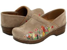 Summer clogs... after long day on high heels ;)  #shoes #footwear #clogs #summer