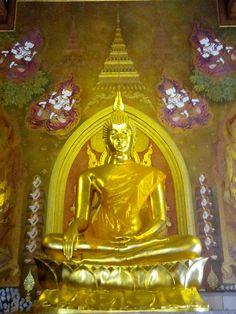 พระประธาน วัดตรีทศเทพ เป็นพระพุทธรูปปางสมาธิ ศิลปะสมัยรัตนโกสินทร์ วัสดุหล่อด้วยโลหะผสม / Wat Tri-Tod-Sa-Thep, A BUDDHA Rattanakosin art With alloy casting material.