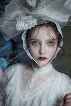 eerie look and props Labo Photo, Photo Hacks, Character Inspiration, Character Design, 3 4 Face, Portrait Photography, Fashion Photography, Corpse Bride, Halloween Kostüm