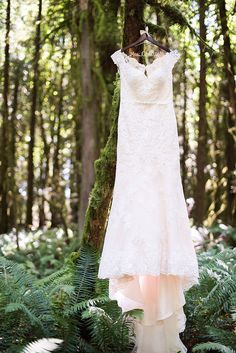 A Pacific Northwest Wedding day in the woods at the rustic River Haven in Oregon! Elegant bridal style and organic florals made this real wedding shine! Enchanted Forest Wedding, Pacific Northwest, North West, Bridal Style, Real Weddings, Wedding Planning, Wedding Day, Flower Girl Dresses, Elegant