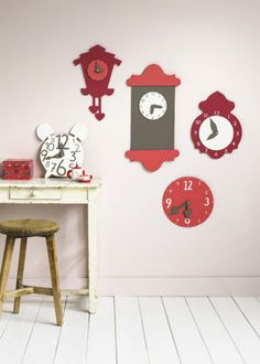 Teaching kids to read REAL clocks in this digital age where they only have to read numbers [8:15]  may seem old fashioned.  But, there are many places in the world that still have time pieces - London's Big Ben comes to mind.  Here's a cute way to teach them.