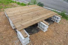 予算3万円でも見栄えよし。DIYウッドデッキのシンプルな作り方   くらのら Diy Backyard Fence, Diy Deck, Patio, Garden Shop, Picnic Table, Interior And Exterior, Easy Diy, Wood, Outdoor