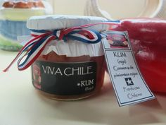 KUN (rojo) Conserva de Pimiento Rojo, especias y vino. La cinta tricolor con los colores de nuestra bandera.