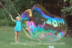 This fantastic kids activity shows you how to make a giant bubble maker out of wooden dowels. It includes a giant bubble solution recipe for long last bubbles! Giant Bubble Recipe, Bubble Diy, Bubble Party, Bubble Wands, Bubble Recipes, Giant Bubble Solution, Bubble Solution Recipe, How To Make Bubbles, Bubble Maker
