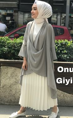Modern Fashion Outfits, Modest Fashion, Hijab Elegante, Estilo Abaya, Bohemian Style Clothing, Style Clothes, Moslem Fashion, Hijab Trends, Outfit Look