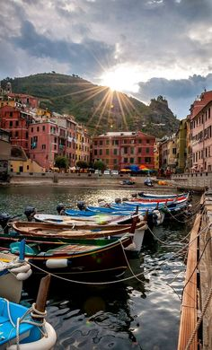 Vernazza a Cinque Terre, Liguria - Italia Places Around The World, Oh The Places You'll Go, Travel Around The World, Great Places, Places To Travel, Beautiful Places, Places To Visit, Vacation Places, Beautiful Scenery