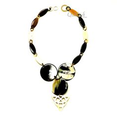 A beautiful chain necklace handmade from buffalo horn. High polish finish. Lightweight. Actual colors may vary. 21.26 (54cm) length. Link: 1.34 (3.4cm) length x 0.55…