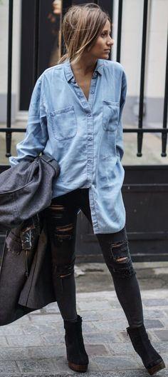 largona e soltinha só com a pontinha pra dentro (bom pra tentar com a camisa jeans do namorado)