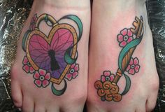 locket and key Key Tattoos, Great Tattoos, Foot Tattoos, I Tattoo, Tatoos, Big Tattoo Planet, Tattoo Photos, Tattoo Inspiration, Tattoo Artists
