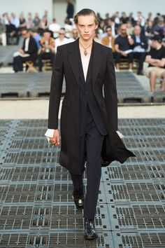 63c908c5bd21 Alexander McQueen Spring 2019 Menswear Fashion Show Collection  See the  complete Alexander McQueen Spring 2019