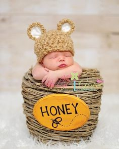 Winnie the Pooh Baby - Such a cute photo shoot idea for infants!