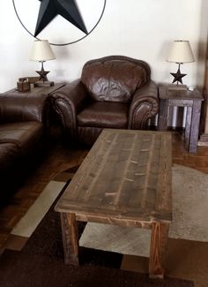 A wooden coffee table in a living room with leather furniture. A wooden coffee table in a living room with leather furniture. Diy Coffee Table Plans, Reclaimed Wood Coffee Table, Unique Coffee Table, Rustic Coffee Tables, Coffee Table With Storage, Coffee Table Design, Ana White, Home Design, Modern Design