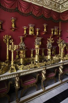 In this room, located in the tower bay at the southern end of the Palace, a dinner set of gilt bronze from the 1820's is exhibited. It was used as table decoration at large banquets, a custom that originated from the Imperial Court of Napoleon I.  Copyright: Rosenborg Castle / Rosenborg Slot