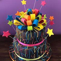 No hay ninguna descripción de la foto disponible. Neon Birthday Cakes, 13th Birthday Parties, 14th Birthday, Sweet 16 Birthday, Bolo Neon, Neon Cakes, Fantasy Party, Neon Party, Neon Glow