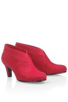 @DiCapolavori All I want for Christmas is shoes! Red United Nude's <3.