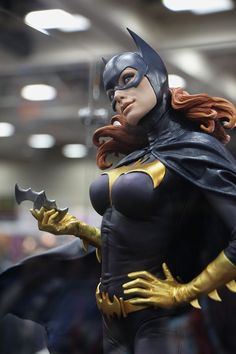 Batgirl Premium Format Figure by Sideshow Collectibles - SDCC Pic 2