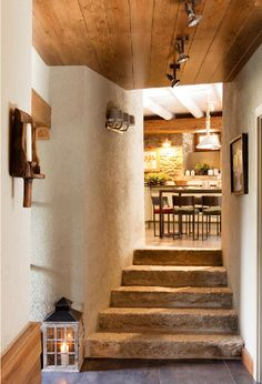 I love this hallway, I would keep going back and forth just to pass through it each time :)