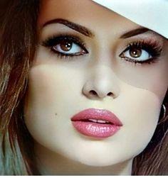 Italian Beauty, Sophia Loren, Turkish Actors, Love Words, Septum Ring, Beautiful Women, Actresses, Long Hair Styles, Celebrities