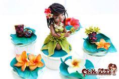 Honolulu, Hawaii cupcakes by Nadia Flecha Guazo (ChokoLate) Turkey Cupcakes, Giant Cupcakes, Themed Cupcakes, Fun Cupcakes, Hawaii Cupcakes, Hawaii Cake, Honolulu Hawaii, Birthday Cake Flavors, Birthday Cake Girls