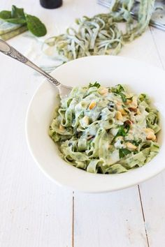 tagliatelles-aux-épinards-maison-sauce-gorgonzola-et-pignons-de-pins. Veggie Recipes, Pasta Recipes, Vegetarian Recipes, Cooking Recipes, Healthy Recipes, Cooking Games, Salty Foods, Pasta Dishes, Cooking Tips