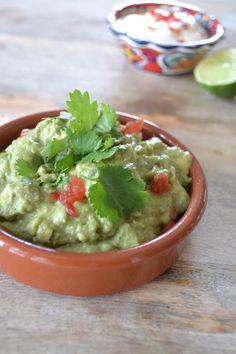 Eet lekker: Nacho's uit de oven met guacamole