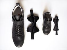 Leather sneakers that fit every occasion Leather Sneakers, All Black Sneakers, Father And Son, Sons, Fitness, Fashion, Moda, Fashion Styles, My Son