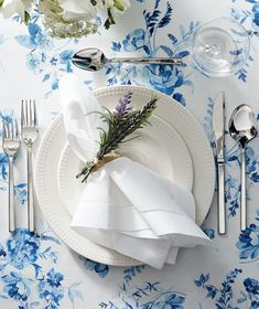 Each piece in this collection of refined, durable Fortaluxe® SuperWhite® dinnerware features a subtly ribbed inner edge and a high-gloss finish, providing traditional sophistication with a touch of texture. Dinner Napkins, Cocktail Napkins, Dinner Table, A Table, Home Decor Sale, Luxury Home Decor, Memory Foam Kitchen Mat, Tree Branch Decor, Romantic Dinners