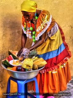 Žena s Delicious Fruits Colombian Culture, Colombian Art, African Women, African Art, African Dance, African Style, Cuban Art, World Street, Spanish Woman