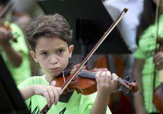 VIDEO. Niños reclaman con música un espacio en la escuela...
