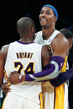 Kobe Bryant and Dwight Howard might finally have something to celebrate. Kobe Bryant 8, Bryant Lakers, Dwight Howard, Kobe Bryant Black Mamba, Basketball Pictures, Basketball Legends, California Love, Happiness, Los Angeles Lakers