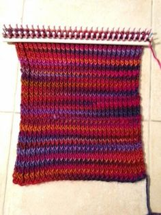 Vive le tricotin géant!!! Loom Scarf, Point Mousse, Loom Knitting, Knitting Ideas, Couture, Crochet Top, Tear, Women, Diy