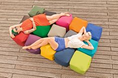 Material: Nutzschicht: 100% Polyester Innenseite: PVC-beschichtet  Füllung: 100% EPS-Perlen  In- und Outdoor, leicht abwaschbar, wasserabweisend, schwer entflammbar