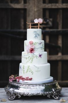 What a spectacular twist for a wedding cake! | Watercolour wedding cake with Far East influence. Photography: Weddings By Nicola And Glen - www.weddingsbynicolaandglen.com