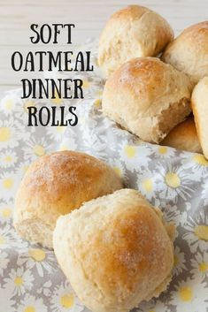 Soft Oatmeal Dinner Rolls Soft Oatmeal Dinner Rolls- Looking for something a little different yet delicious to go with dinner tonight? Try my soft oatmeal dinner rolls! Bread Machine Recipes, Bread Recipes, Baking Recipes, Bread Machine Rolls, Oat Flour Recipes, 2 Loaf Bread Recipe, Fast Recipes, Healthy Recipes, Oatmeal Dinner