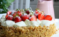Carameldreamcake -a cake with fresh strawberries. Cake Recipes, Dessert Recipes, Desserts, Grandma Cookies, Cookie Box, Sweet Tooth, Bakery, Cheesecake, Cooking Recipes
