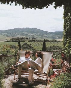 Photo shared by c'est la danse de la vie ☼ on March 2020 tagging Image may contain: one or more people, people sitting, mountain, outdoor and nature via Summer Aesthetic, Travel Aesthetic, Aesthetic Green, Aesthetic Vintage, Aesthetic Fashion, Couple Travel, Italian Summer, Northern Italy, Photo Instagram
