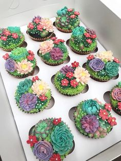Garden Cupcakes The best flower and vegetable garden cupcakes! You will love these easy ideas for fun cupcakes! Perfect for a birthday or enchanted tea party! Gardeners love their vegetables. Cupcakes Succulents, Kaktus Cupcakes, Cupcakes Flores, Garden Cupcakes, Flower Cupcakes, Mermaid Cupcakes, Cupcakes Design, Cupcakes Cool, Cute Cakes