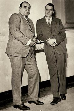 Al Capone and his lawyer Michael Ahern Real Gangster, Mafia Gangster, Valentines Day Massacre, Mafia Crime, Chicago Outfit, Chicago Magazine, Al Capone, The Godfather, Bad Boys