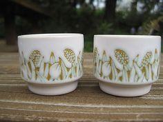 Vintage-Hornsea-England-2-Egg-Cup-Holders-Fleur-Design-Green-Flowers-Pottery