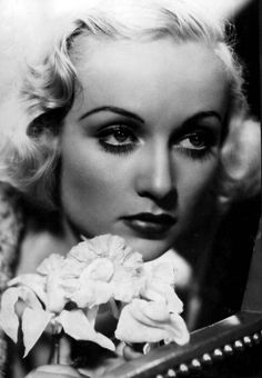 Sunday worship - a beautiful woman makes me feel more religious. This week, Hollywood queen Carole Lombard Old Hollywood Glamour, Golden Age Of Hollywood, Vintage Hollywood, Classic Hollywood, In Hollywood, Classic Actresses, Hollywood Actresses, Beautiful Actresses, Divas