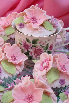 Comestible Menthe et blanc fleur mix Sucre Cupcake Topper anniversaires mariage etc Gâteau