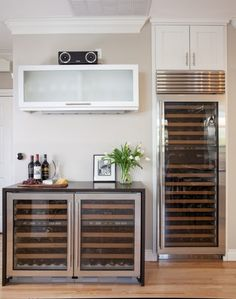 Celebrating Saturday with a Model Remodel wine bar! Emperadoro tops the mini wine fridge while it's bigger sibling holds the rest. Cindy Apple Photo captured this inspired space perfectly. Mini Wine Fridge, Glass Fridge, Wine Refrigerator, Wine Cabinets, White Kitchen Cabinets, Kitchen Countertops, Home Bar Designs, Happy Kitchen, Wine Wall